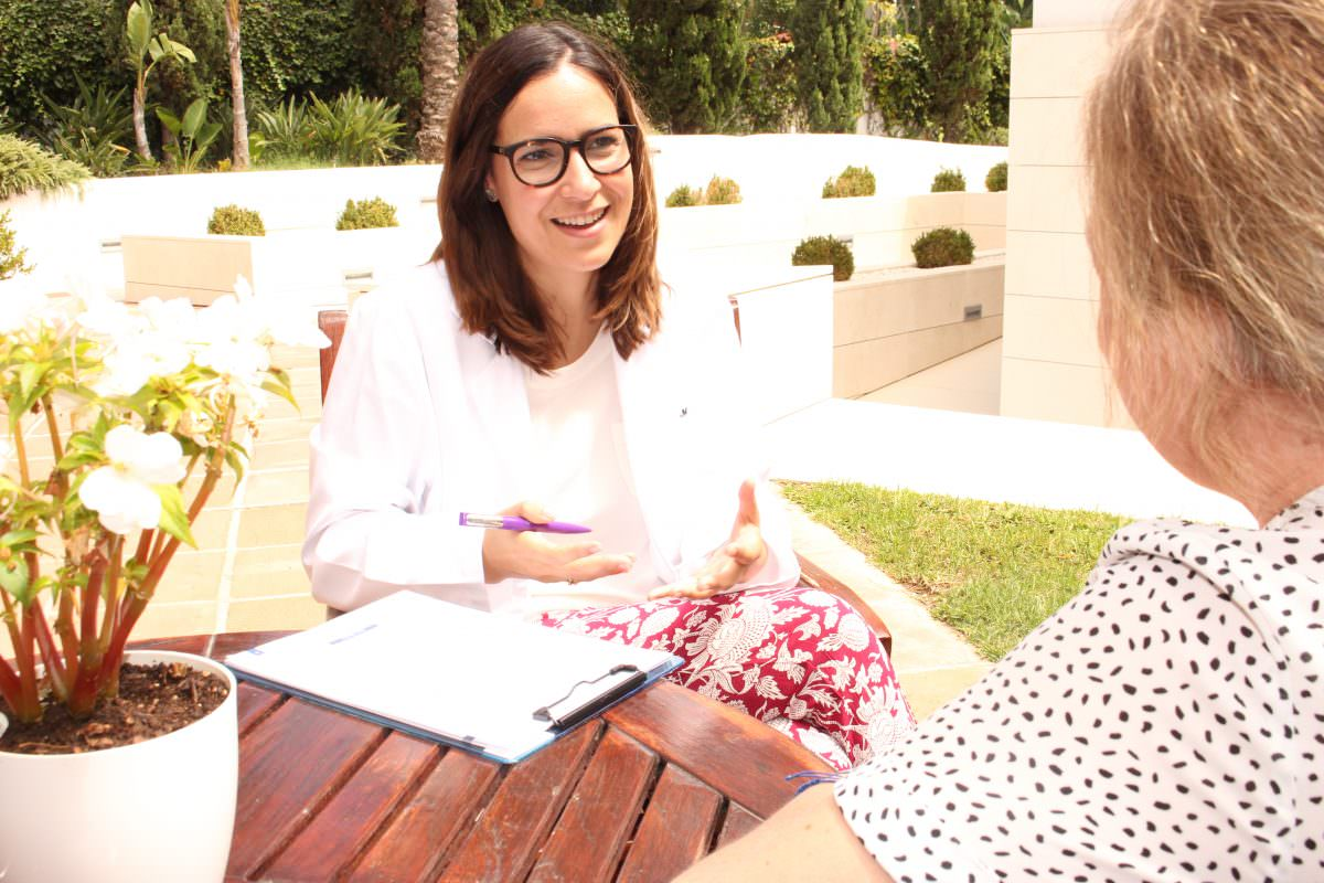 Psychologist with FFS patient in Marbella